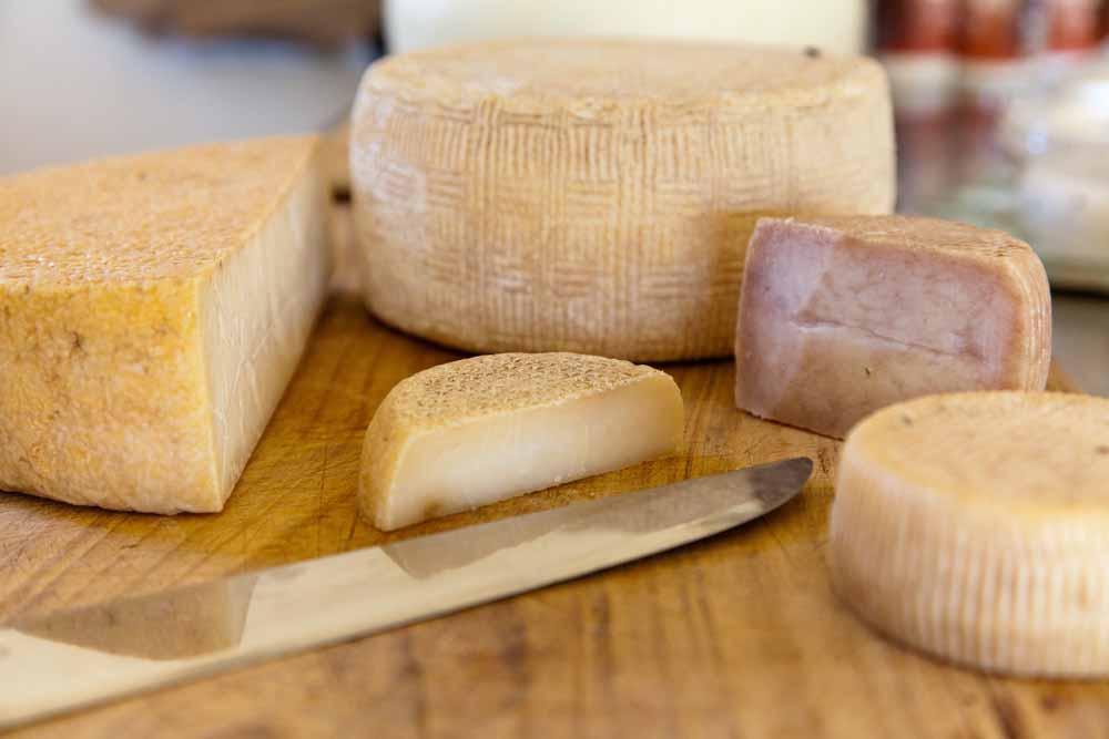 """חצי ק""""ג של גבינות שונות"""